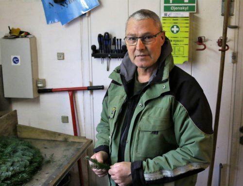 60 gravere på kursus i grandækning på kirkegården i Roager