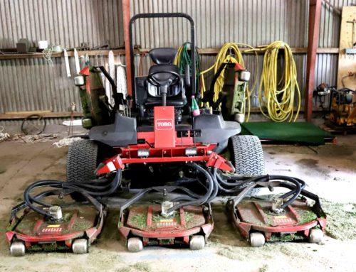 Maskiner med 5000 timer på bagen klipper fra tidlig morgen golfbanen