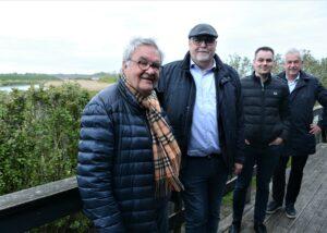Preben Rudiengaard, Kr. Pihl Lorentzen, Anders Rohr Jørgensen og Hans Chr. Schmidt med ringvejsbroen i baggrunden.